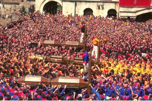 agriturismo umbria - eventi: corsa dei Ceri a Gubbio